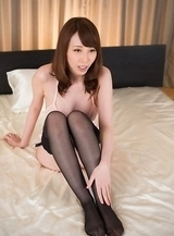 Stockings-clad hottie Aya Kisaki finger-blasting her juicy cunt on a bed